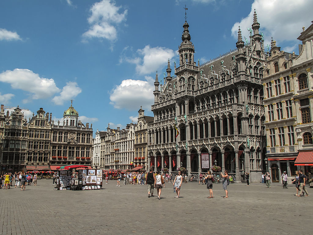«Grote Markt (9379072012)» par Francisco Anzola — Grote Markt. Sous licence CC BY 2.0 via Wikimedia Commons - http://commons.wikimedia.org/wiki/File:Grote_Markt_(9379072012).jpg#mediaviewer/File:Grote_Markt_(9379072012).jpg