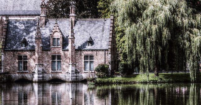 Bruge (c) https://pixabay.com/fr/bruges-belgique-historiquement-2584884/