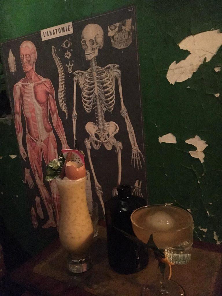 la pharmacie anglaise bar insolite bruxelles